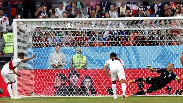 Christian Cueva frente a Dinamarca en el Mundial Rusia 2018