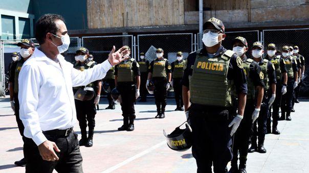 Ministro visitó a los miembros de la Unidad de Servicios Especiales (USE) de la Policía Nacional.