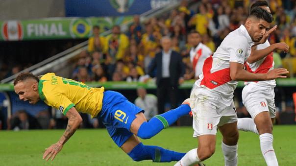 Carlos Zambrano durante la final de la Copa América 2019 frente a Brasil