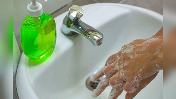 Lavarse las manos puede reducir hasta el 80% de microorganismos.