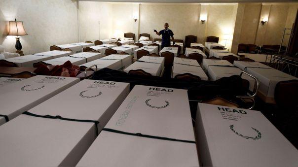 Omar Rodriguez, director de una funeraria, cuenta 30 muertos a la espera de ser cremados.