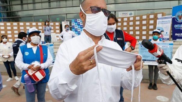 En Comas se entregaron hoy 50 000 mascarillas reutilizables.