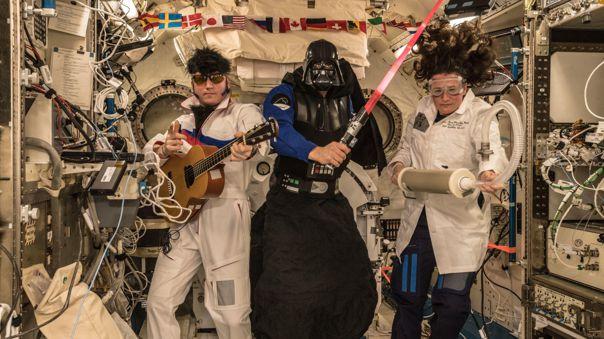 Exploradores espaciales y Darth Vader: gran combinación.