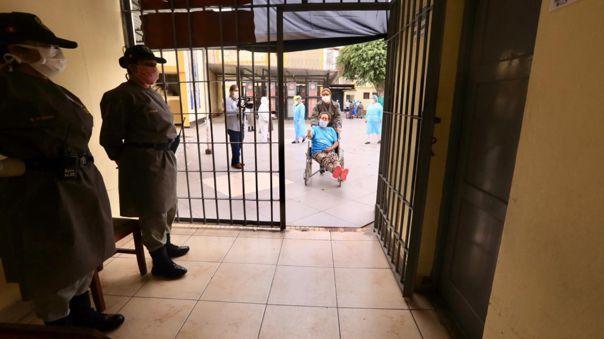 Gobierno busca reducir el hacinamiento en las cárceles.