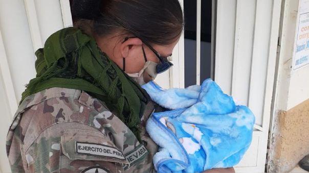 Militares ayudaron a dar a luz a  mujer que caminaba de Lima a Bagua.
