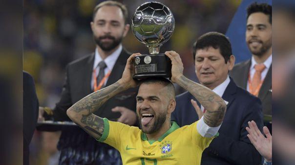 Dani Alves fue reconocido como el mejor jugador de la Copa América 2019