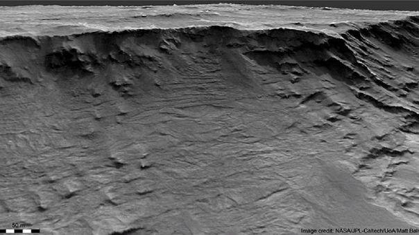 Imagen de satélite del acantilado de Marte con rocas sedimentari