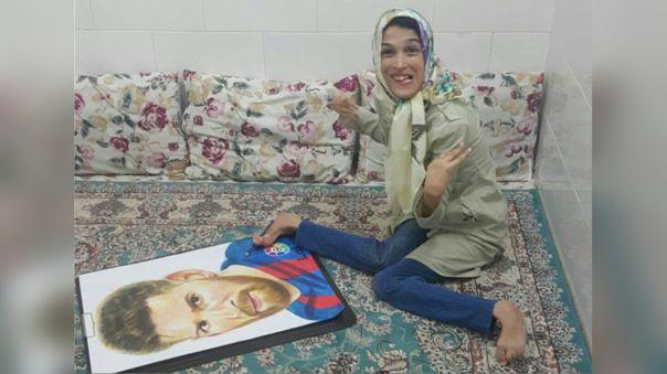 Fateme Hamami: la artista iraní con parálisis en el cuerpo que dibujó con los pies a Lionel Messi