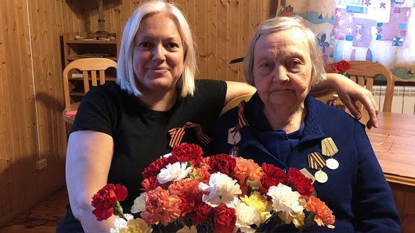 Zinaida Korneva, la bloger rusa que recauda dinero para las familias de médicos víctimas del coronavirus.