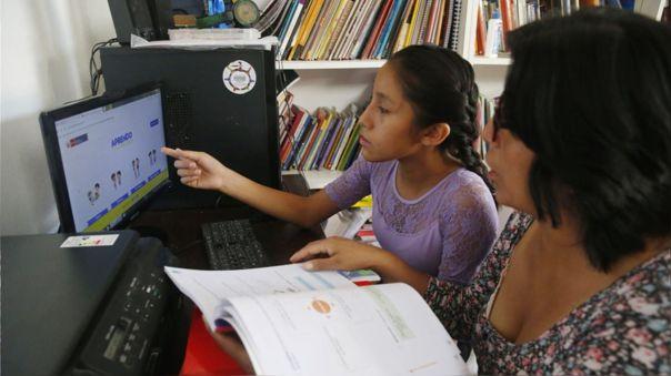 Educación por plataforma digital durante cuarentena por coronavirus.