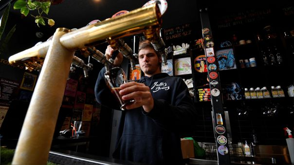 Desde el viernes, los bares y restaurantes de toda la región de Nueva Gales del Sur pueden recibir hasta 10 personas al mismo tiempo.