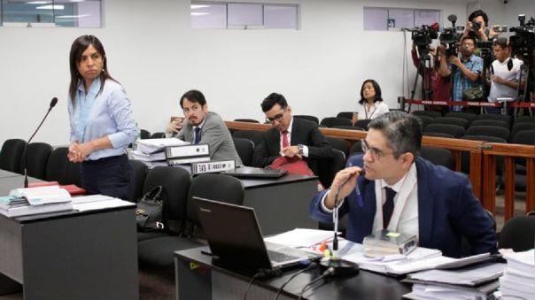 Giulliana Loza y José Domingo Pérez durante una audiencia