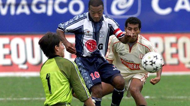 Waldir Sáenz durante un clásico frente a Universitario de Deportes