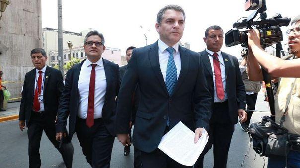 El fiscal Rafael Vela, coordinador del Equipo Especial Lava Jato, junto al fiscal José Domingo Pérez, quien dirige las investigaciones del caso de Keiko Fujimori.