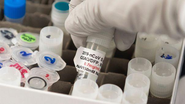 El remdesivir, que se administra vía intravenosa y se usa para pacientes con síntomas graves de COVID-19, recibió la autorización de Estados Unidos.