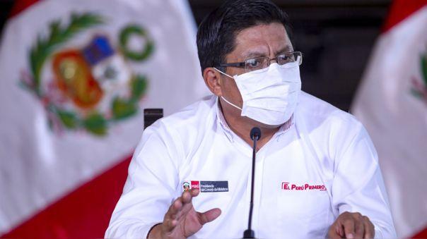 El premier abordó un avión este domingo con dirección a Iquitos, una de las ciudades más golpeadas por el coronavirus.
