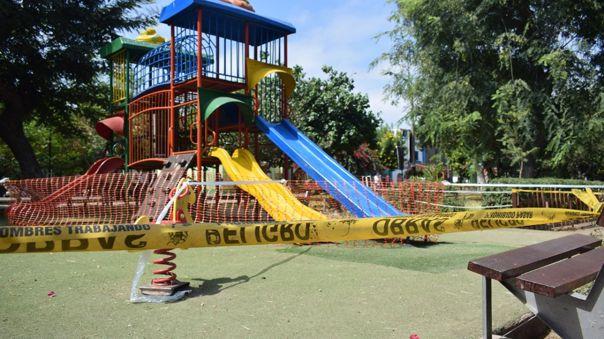 Municipalidad cerró juegos infantiles.