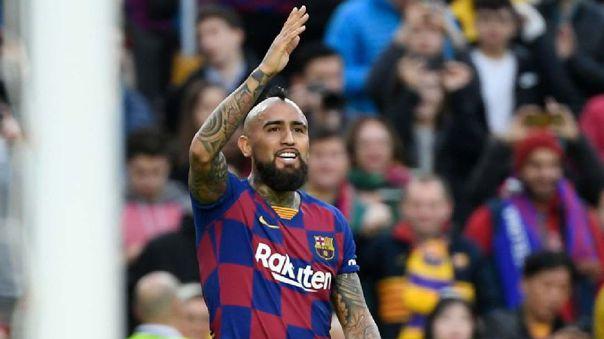 Arturo Vidal pidiéndole explicación a uno de sus compañeros en el FC Barcelona