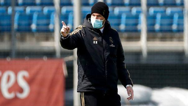 Zidane dirigiendo la práctica del Real Madrid