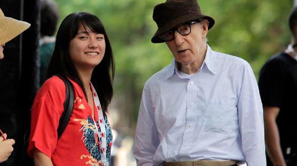 Woody Allen cambió de editorial y publicó sus memorias sin avisar.