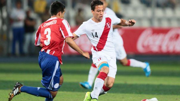 Cristian Benavente enfrentando a Paraguay