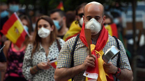 La decisión de ampliar el estado de alarma coincidió con una protesta contra el Gobierno español en Madrid.