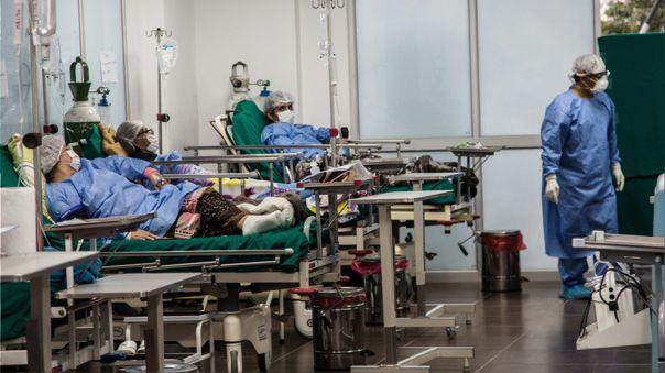 Pacientes de COVID-19 en camas instaladas en la Villa Panamericana de Lima (referencial)