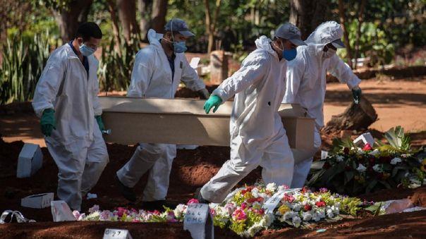 BRAZIL-HEALTH-VIRUS-CEMETERY