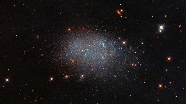 Galaxia KK 246 en el espacio vacío