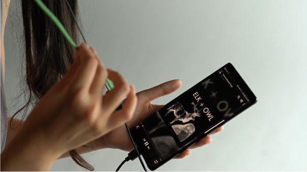 Tejido inteligente en auriculares creado por Google.