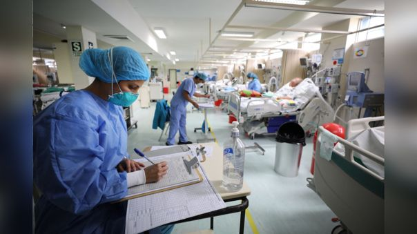 El personal médico cumple largas jornadas de trabajo en la primera línea contra la Covid-19.