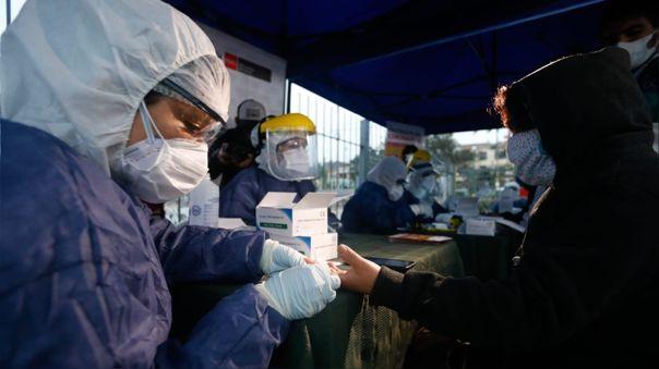 En la estación Naranjal se tomaron 150 pruebas rápidas para descartar casos de COVID-19.