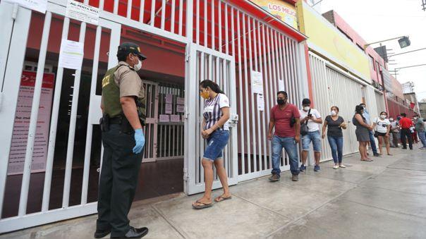 Paul Reaño y su esposa Bertha Andrés piden ayuda para poder cobrar el bono que se les ha otorgado.