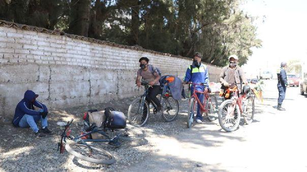Jóvenes se quedaron sin empleo por la cuarentena y viajan hasta Pucallpa en bicicleta