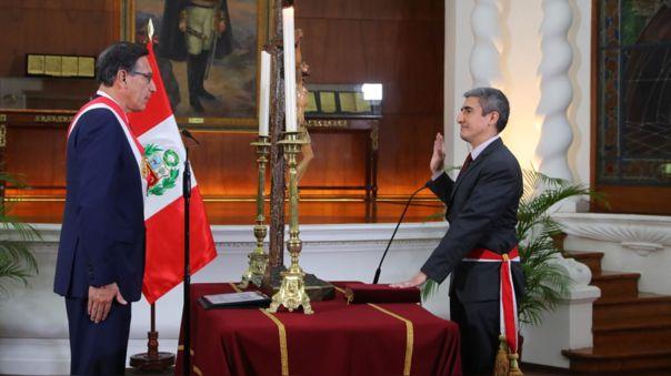 Alejandro Neyra juró como nuevo ministro.