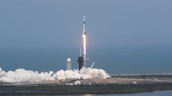 Así fue el despegue del Falcon 9 con el Crew Dragon que lleva consigo a dos tripulantes.