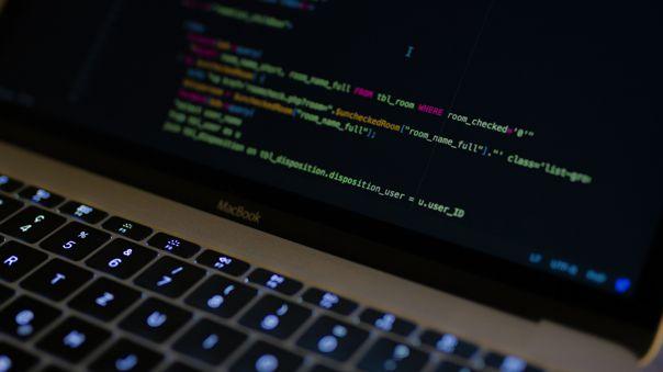 Usualmente los datos sensibles de millones de personas se exponen y venden en la dark web.