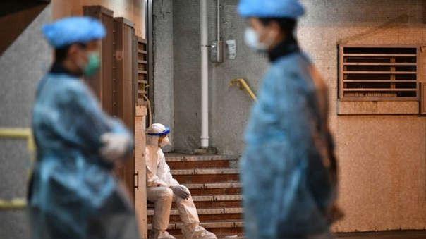 Hu Weifeng, urólogo de unos 40 años,  trabajaba en el Hospital Central de Wuhan, donde brotó el virus a finales de 2019.