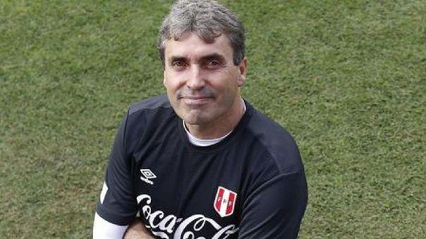 Néstor Bonillo evalíua la situación de Luis Advíncula y Paolo Hurtado