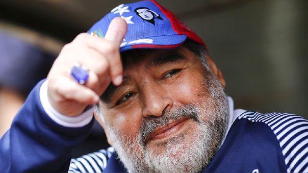 OFICIAL: Diego Armando Maradona renovó con Gimnasia por todo el 2021