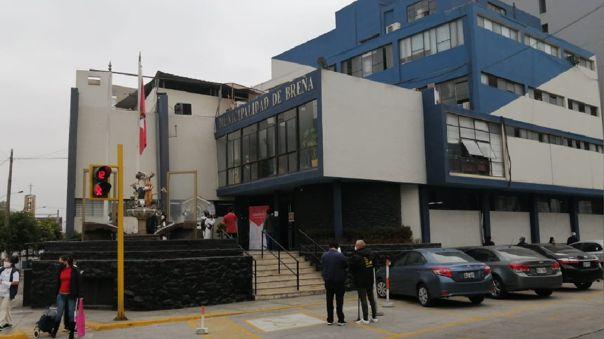 Agentes policiales y de la Fiscalía llegaron hasta la municipalidad para recolectar información sobre el reparto de canastas.