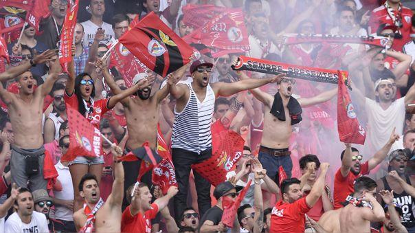 Fanáticos del Benfica dejaron fuertes insultos en casas de los jugadores