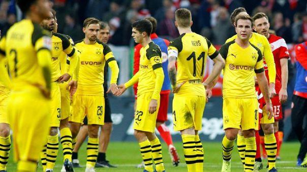 Dos jugadores del Dortmund son sanciondos por romper protocolo para cortarse el cabello