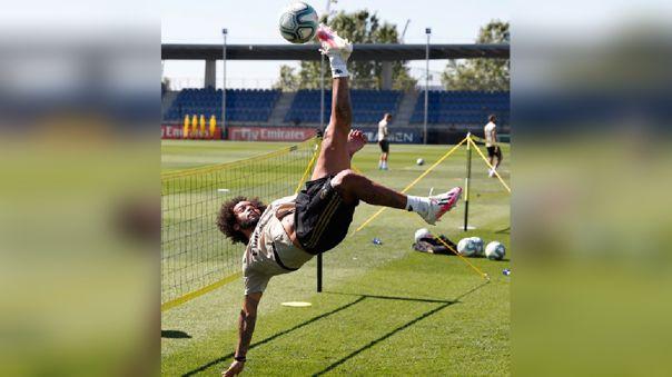 Marcelo se luce con chalacas en el fútbol-tenis durante el entrenamiento del Real Madrid