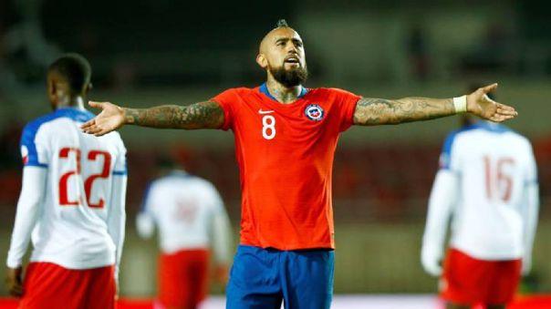 Arturo Vidal celebrando un gol con la Selección Chilena en un partido amistoso