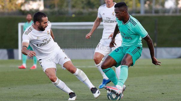 Real Madrid tuvo partido de práctica con ambos equipos vistiendo la indumentaria oficial