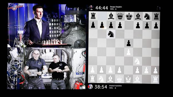 RUSSIA-SPACE-CHESS-OFFBEAT