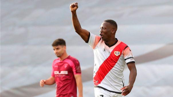 Luis Advíncula celebrando su gol ante Albacete