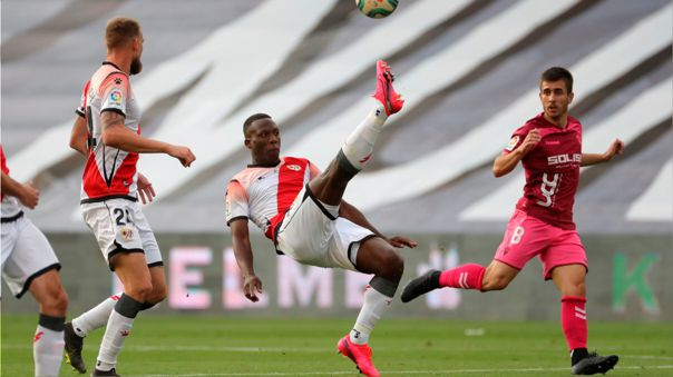 Luis Advíncula durante el partido entre Rayo Vallecano y Albacete
