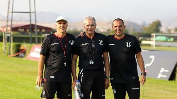 Gregorio Pérez y el comando técnico que le acompañó en Universitario de Deportes